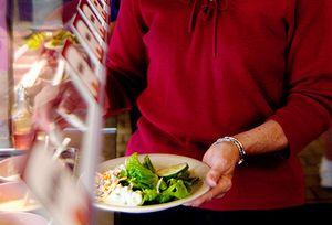 karcsú szeretnél maradni? Először az egészséges ételeket tedd a tányérodba.