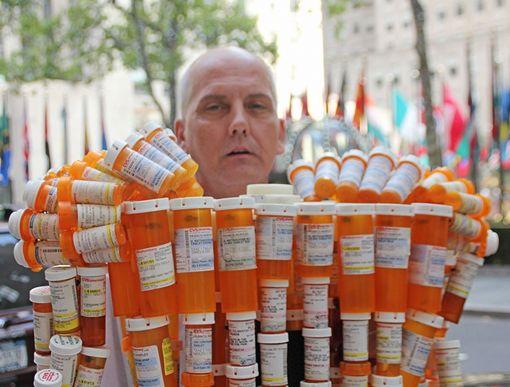Pill Man gyógyszerfüggőség szobor 2.